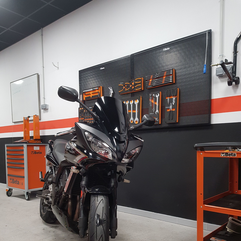 Foto 43 de Taller de motos multimarca en Mataró | Motos Iluro