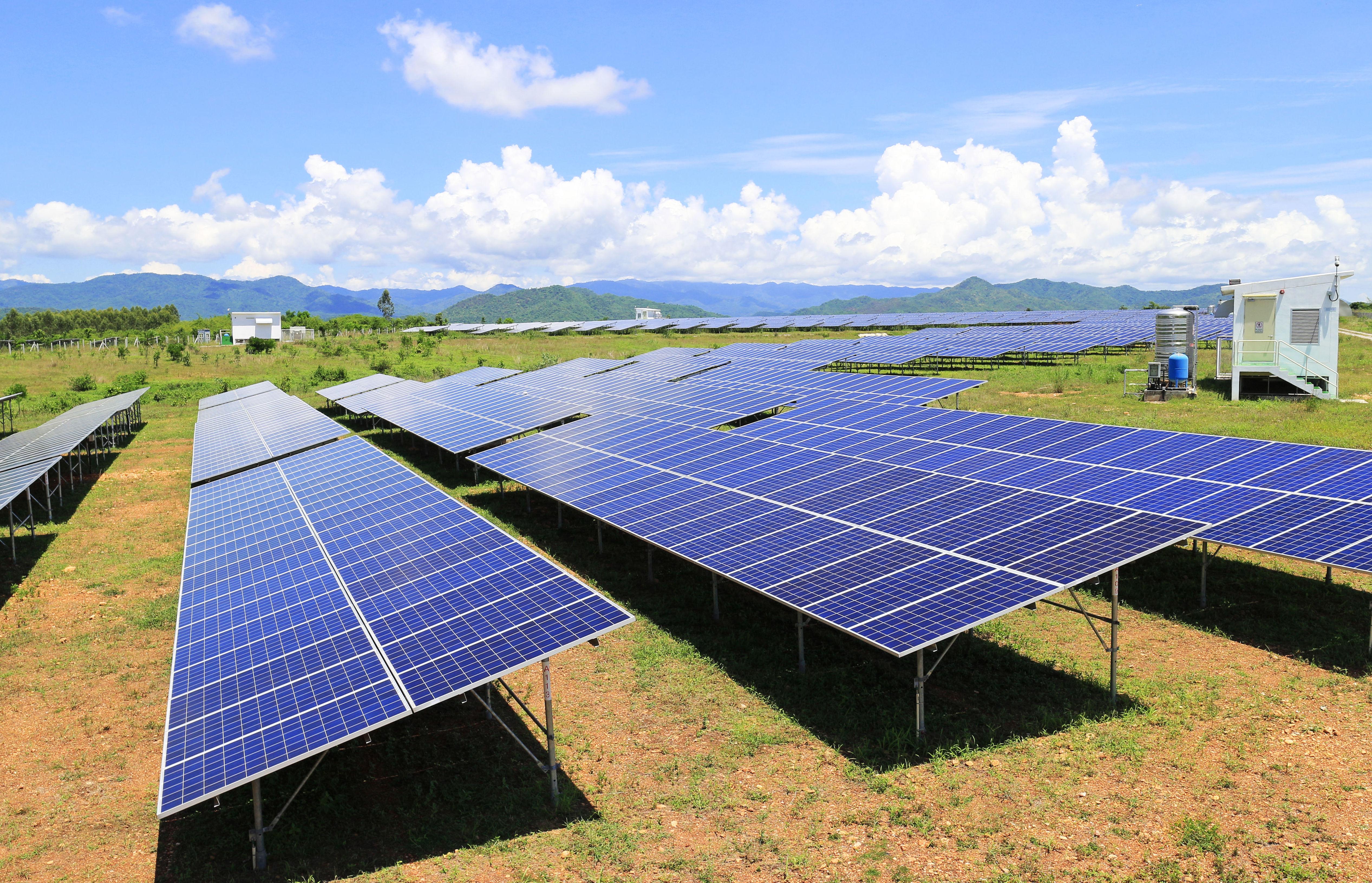 Empresas españolas haciendo plantas fotovoltaicas en Chile