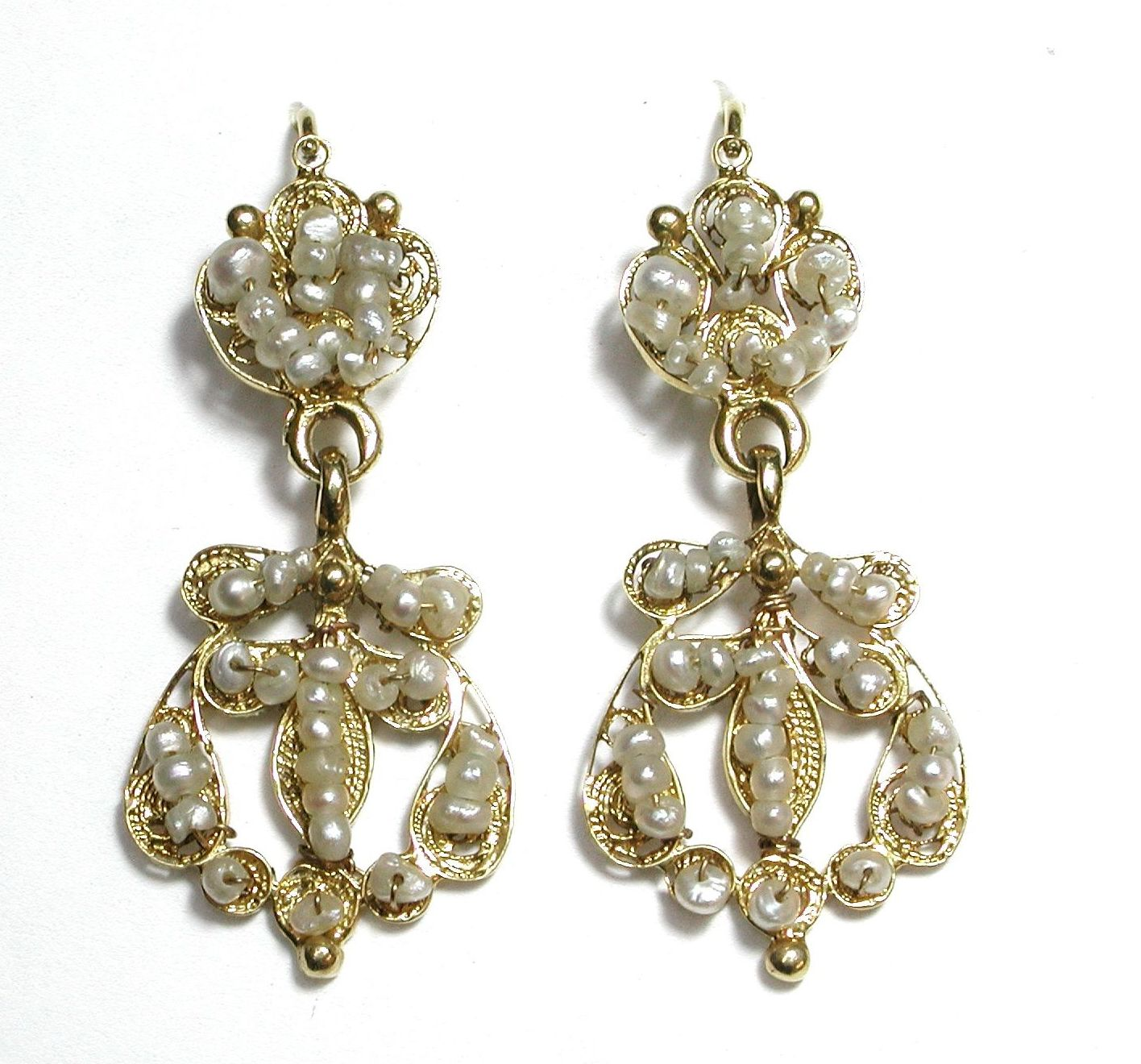 Pendientes de oro de 18k con perlas aljófar. S. XIX.: Catálogo de Antigua Joyeros