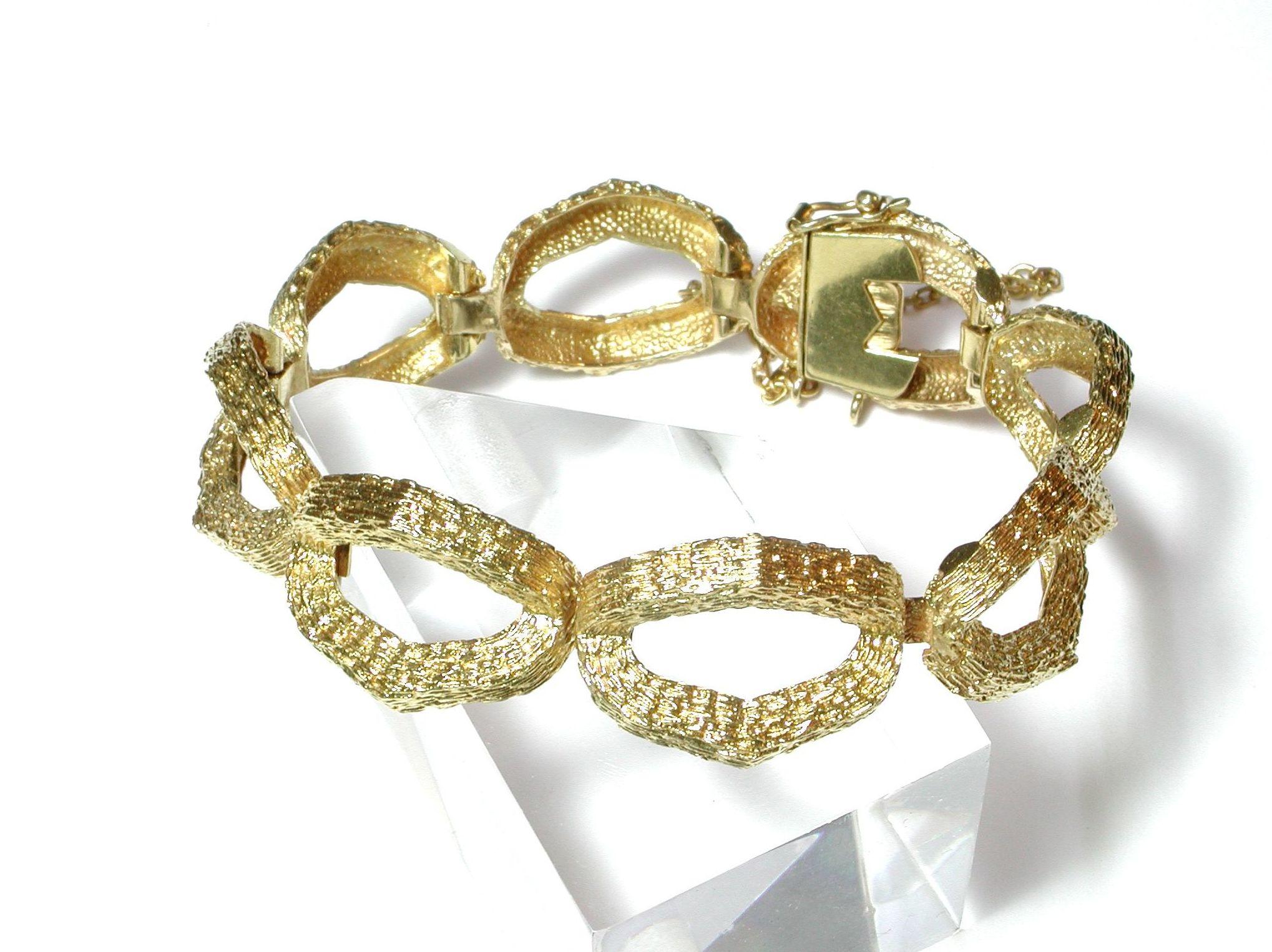 Pulsera con eslabones ovales huecos realizada en oro de 18k.