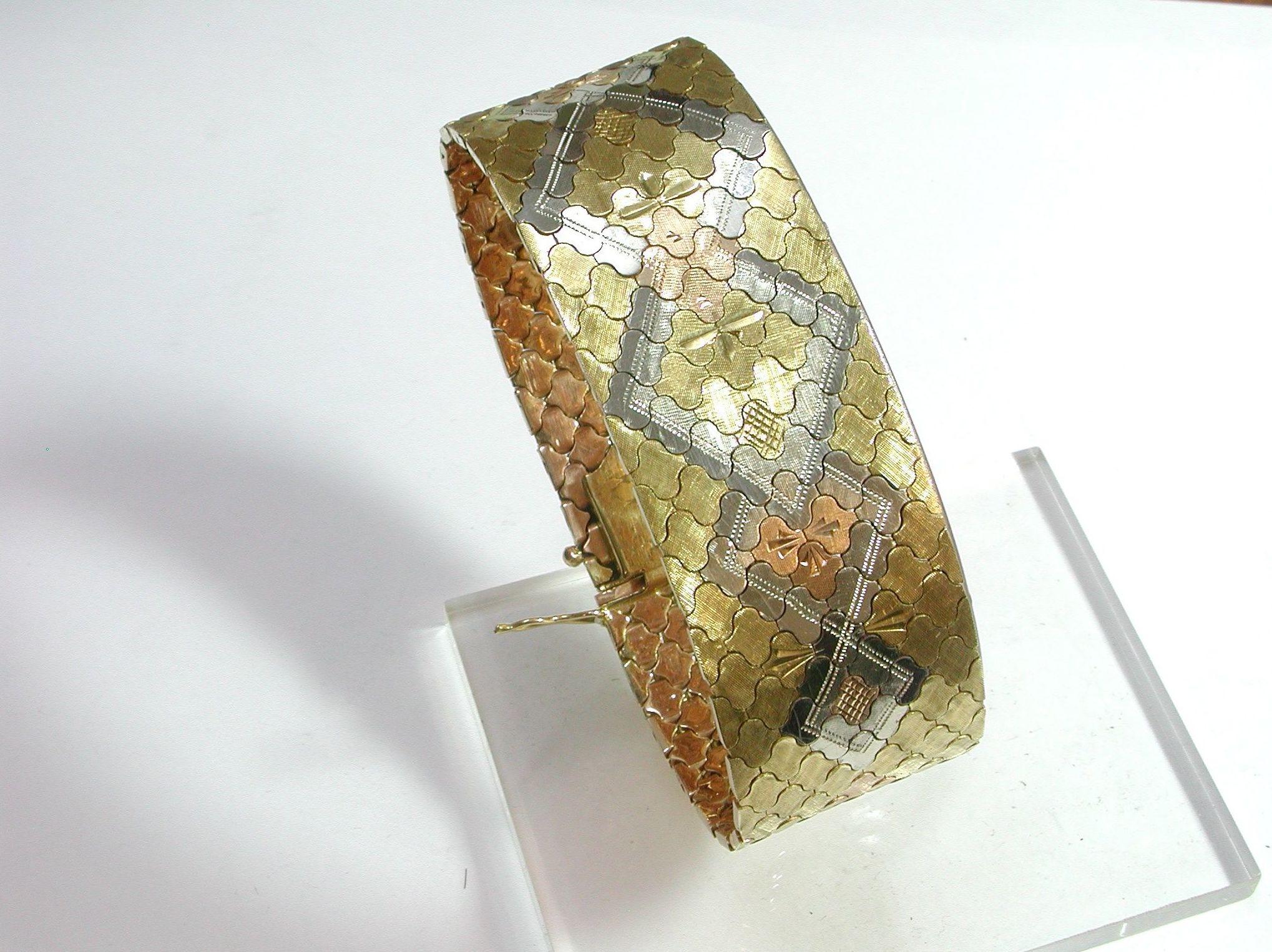Pulsera de oro tricolor de 18k. Circa: 1960.: Catálogo de Antigua Joyeros
