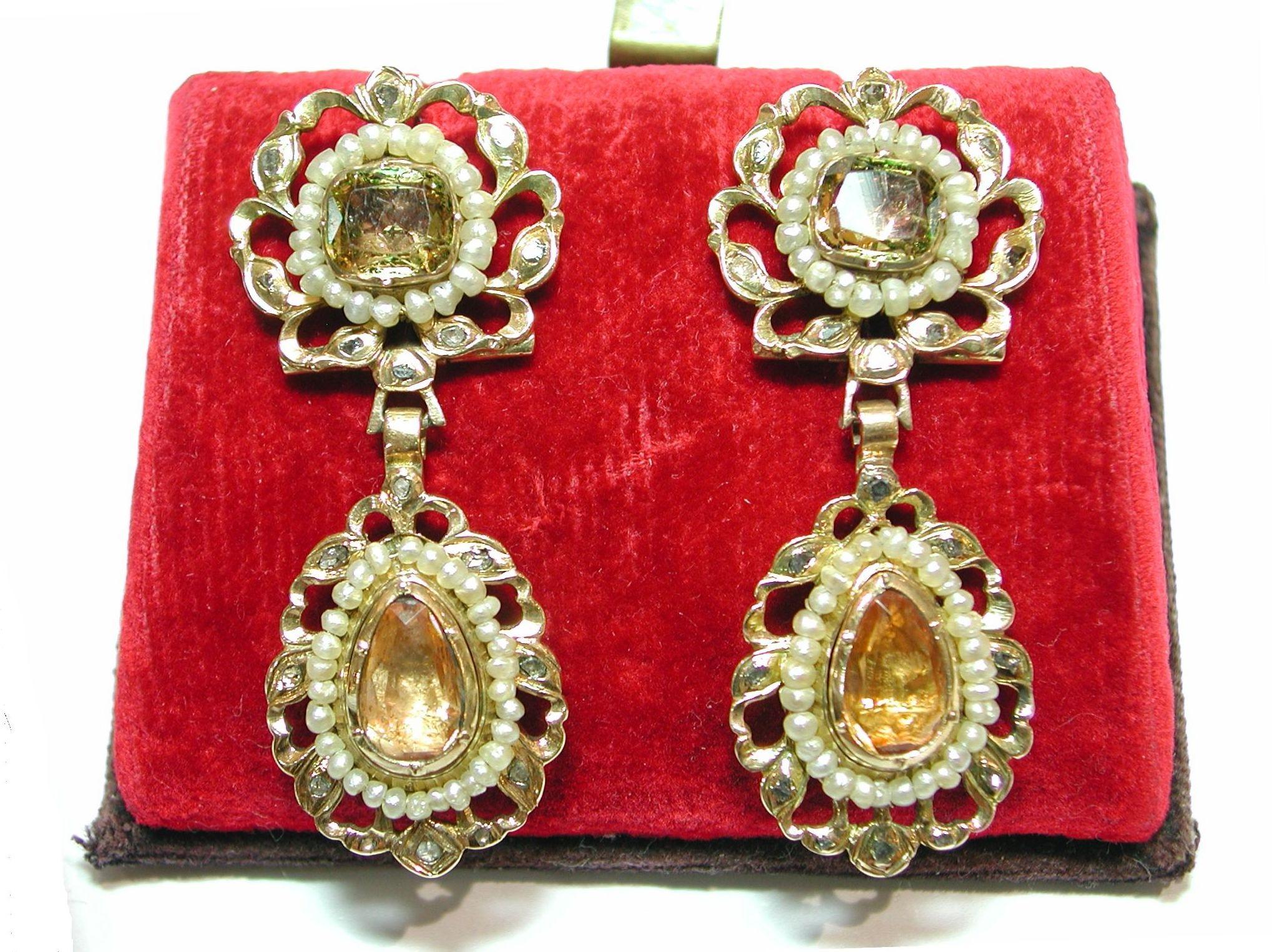 Pendientes de oro con diamantes y perlas aljofar. Finales s.XVIII: Catálogo de Antigua Joyeros