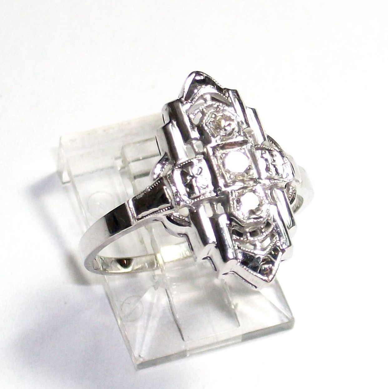 Sortija de oro de 14k con diamantes de Estilo Art Decó: Catálogo de Antigua Joyeros