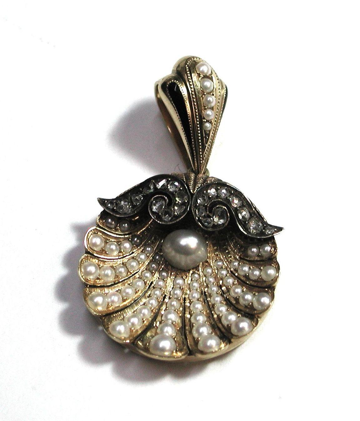 Colgante en forma de venera en oro con esmalte y perlas. S.XIX.: Catálogo de Antigua Joyeros