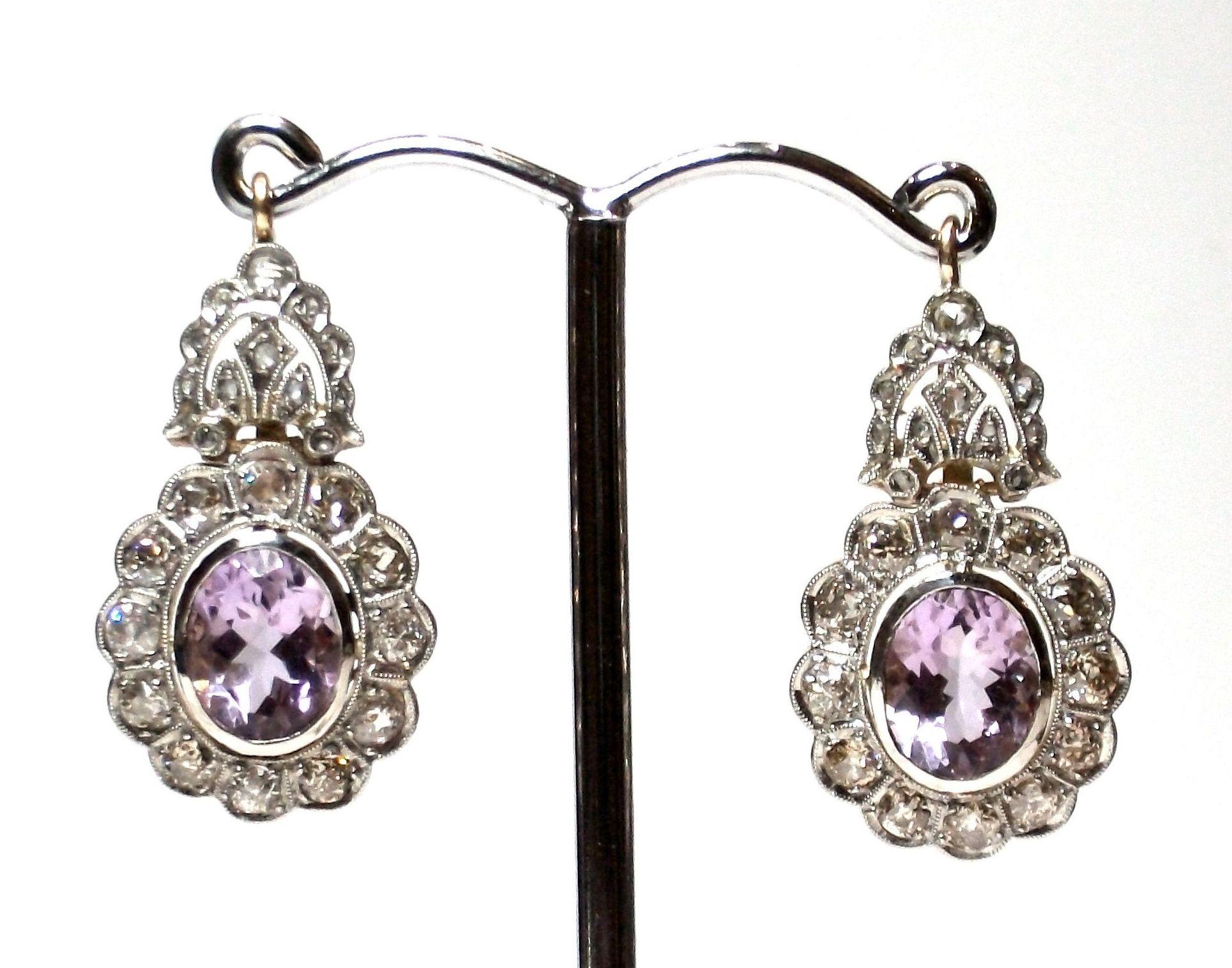 Pendientes de oro con  vistas de platino, diamantes y amatistas. 1910-1930.: Catálogo de Antigua Joyeros