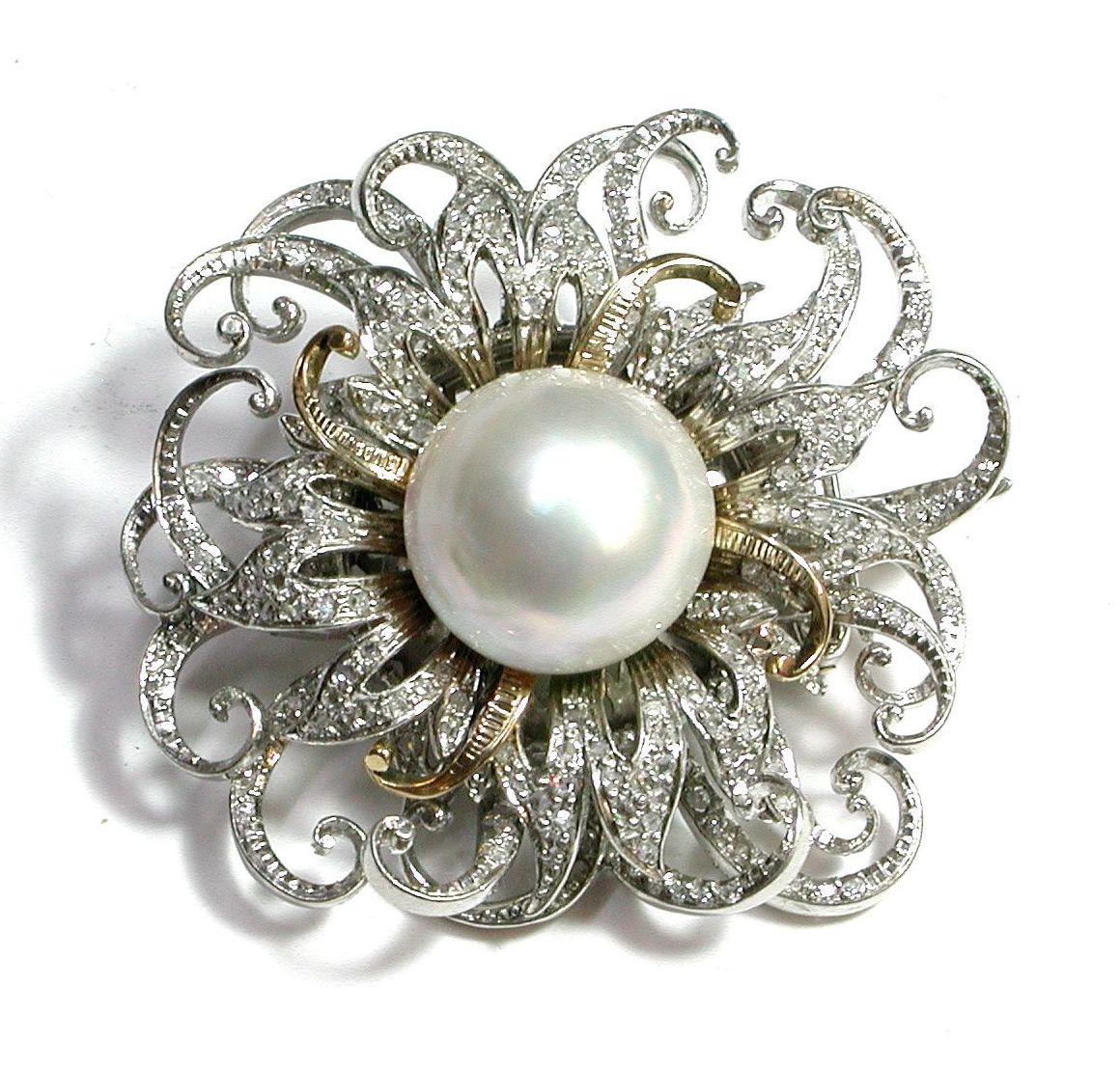 Broche- pendentif en platino y oro de 18k con brillantes y perla mabe.: Catálogo de Antigua Joyeros