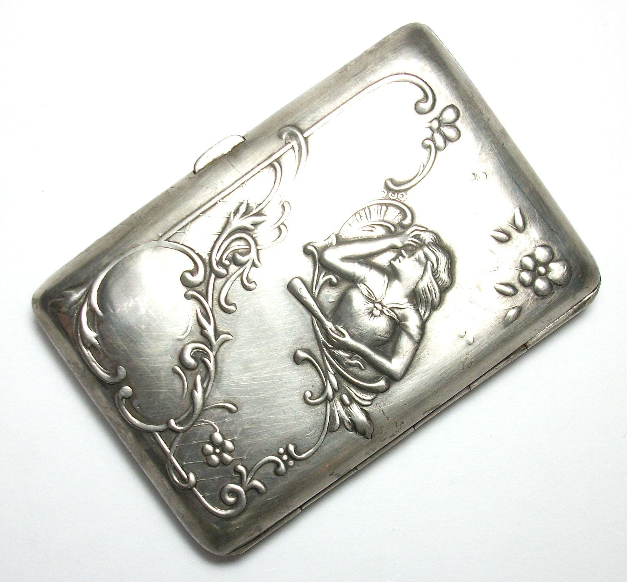 Tabaquera Modernista de plata de ley (925) . Circa: 1900-1910: Catálogo de Antigua Joyeros