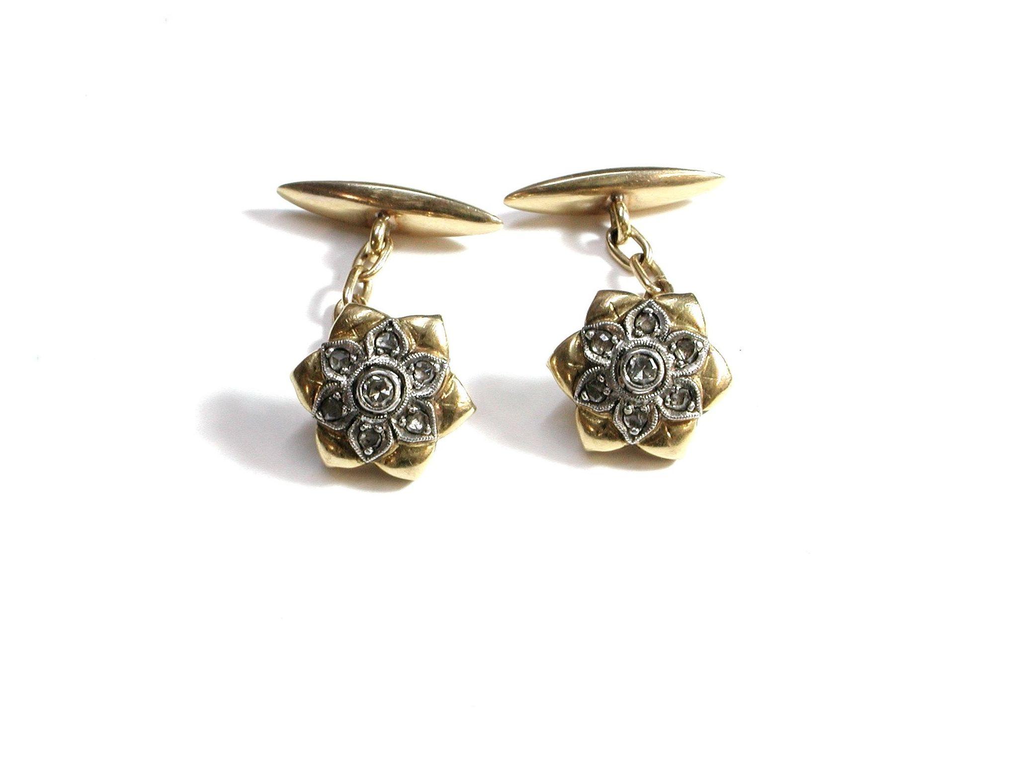 Gemelos en forma de flor en oro de 18k con diamantes. 10-30.: Catálogo de Antigua Joyeros