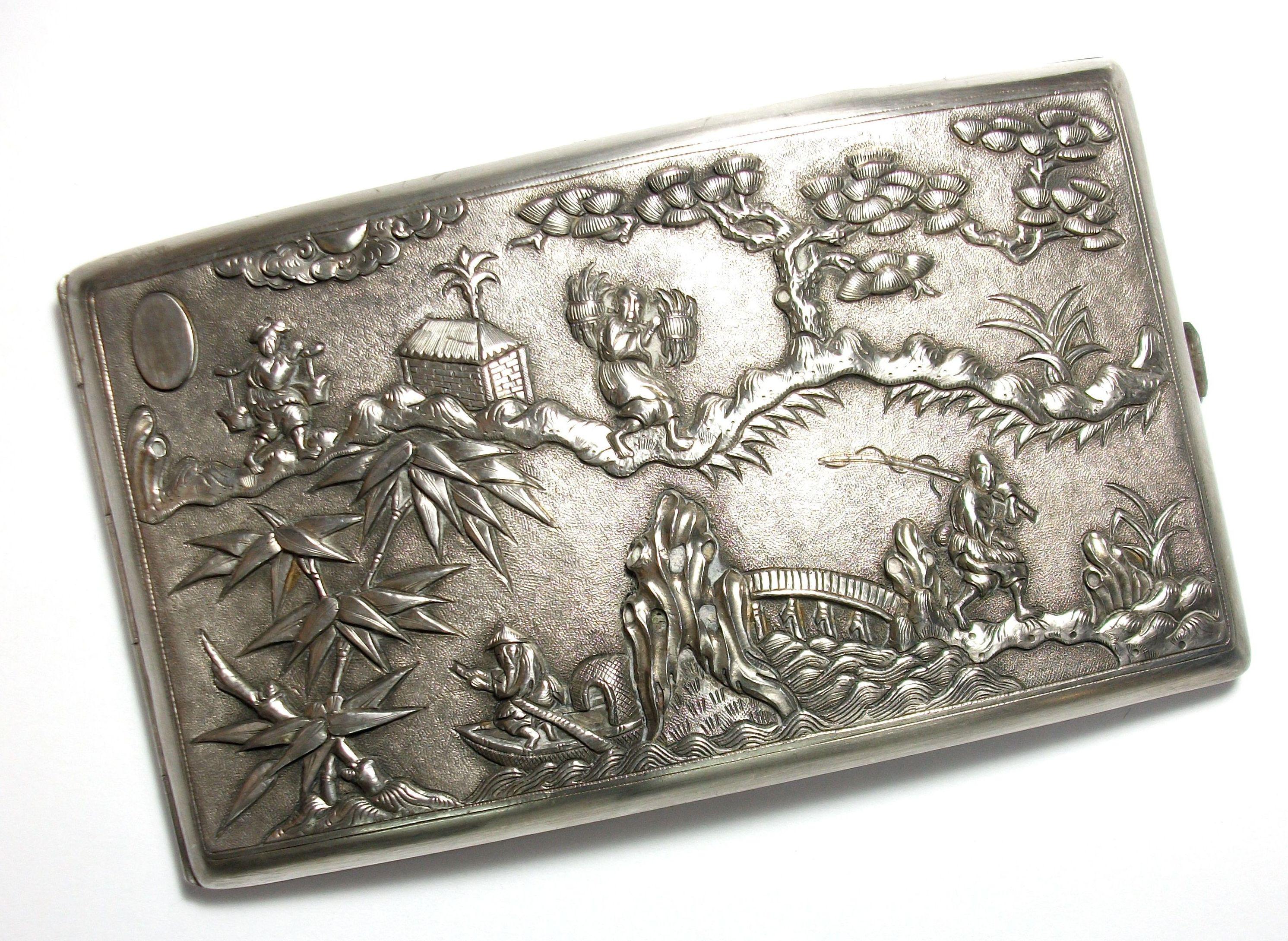 Tabaquera de plata con chinerias. Finales S. XIX. VENDIDA