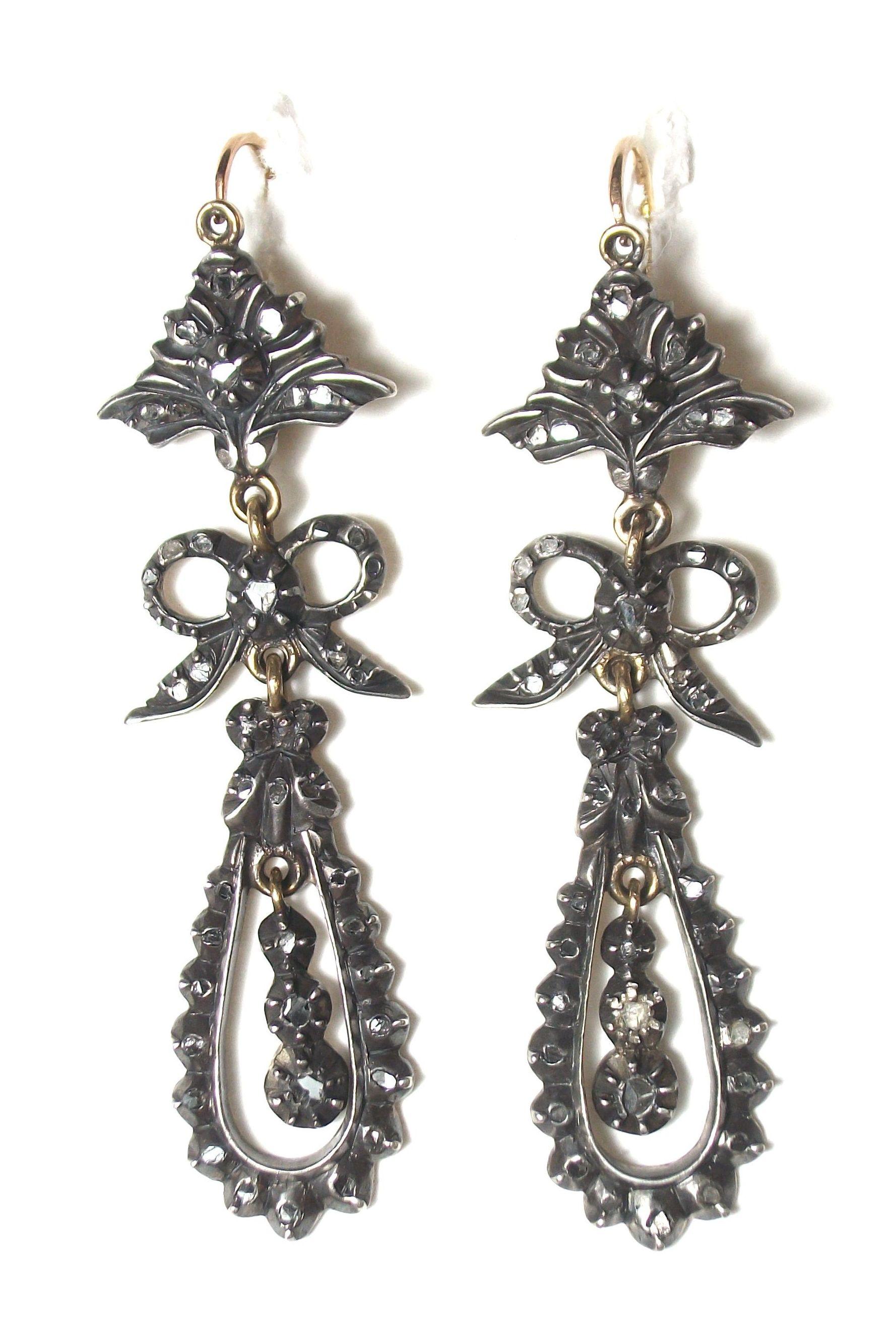Pendientes de tres cuerpos de oro con vistas de plata y diamantes. S.XIX: Catálogo de Antigua Joyeros