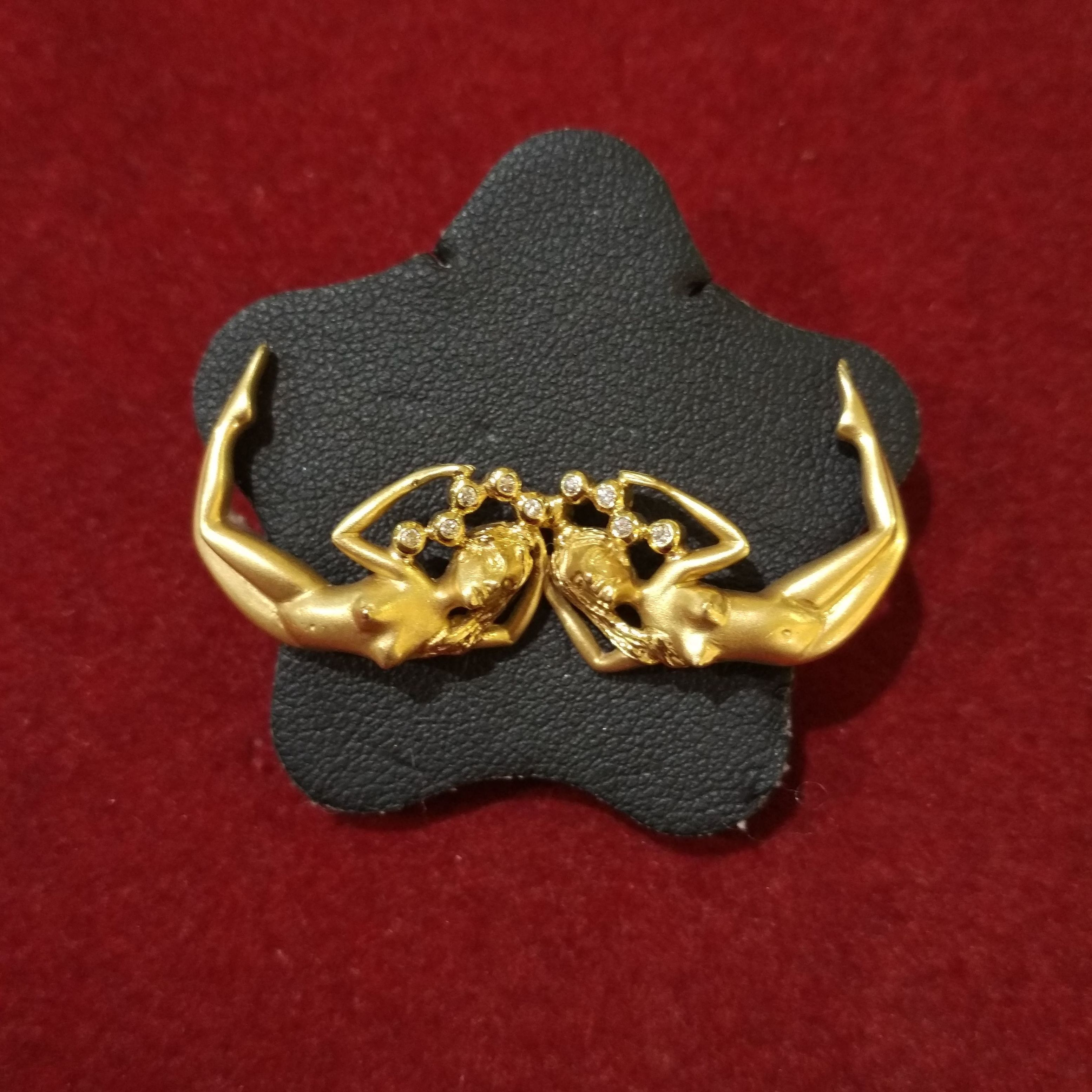 Pendientes con ninfas en oro de 18k y brillantes. Circa: 1980.: Catálogo de Antigua Joyeros