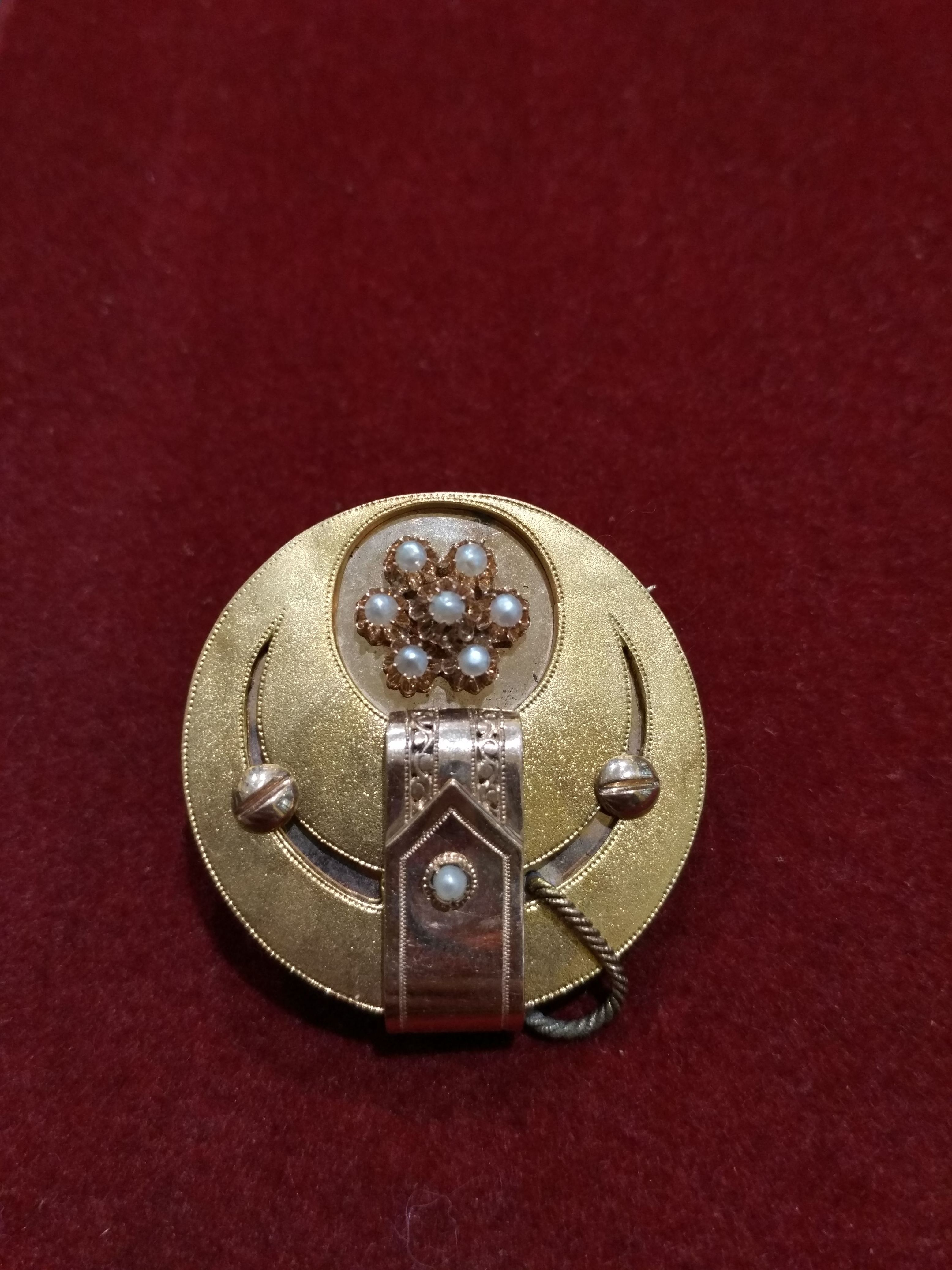 Broche en oro amarillo y rosa de 18k con perlas aljófar. Finales S.XIX: Catálogo de Antigua Joyeros