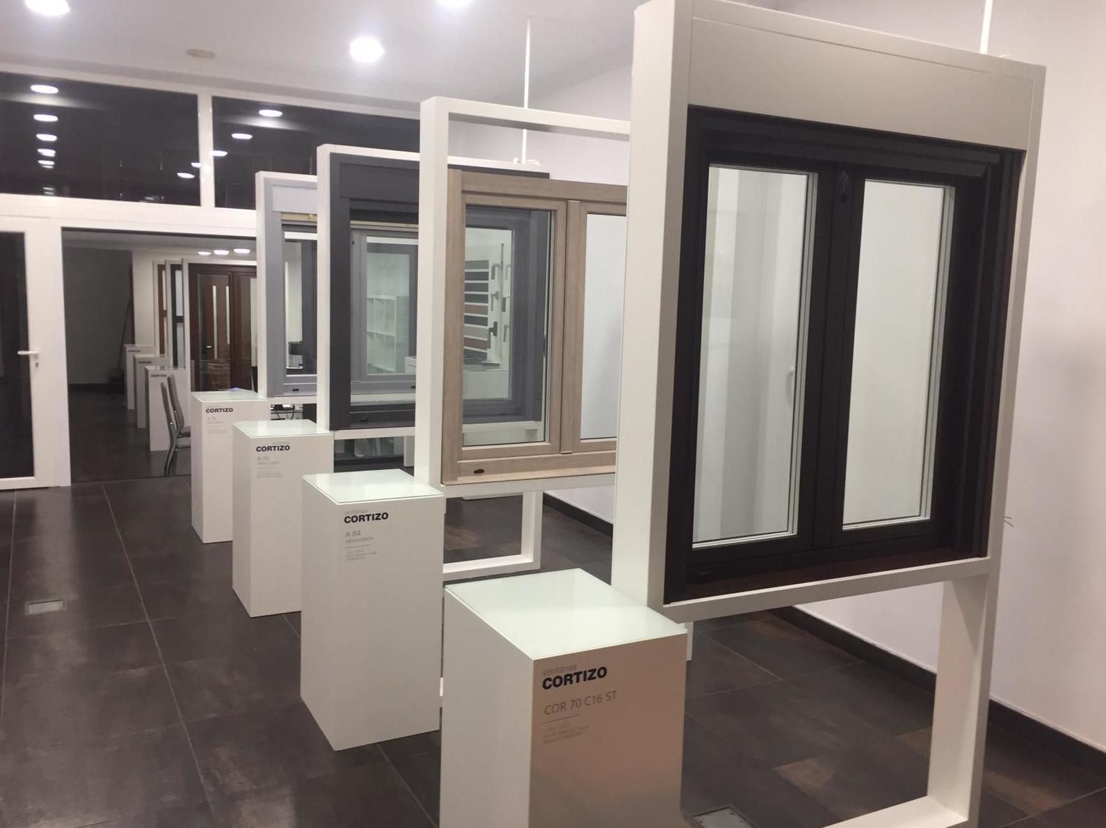 Aluminios Rilova, asesoramiento personalizado en Av. del Cid, 80. Visita nuestra exposición de productos!