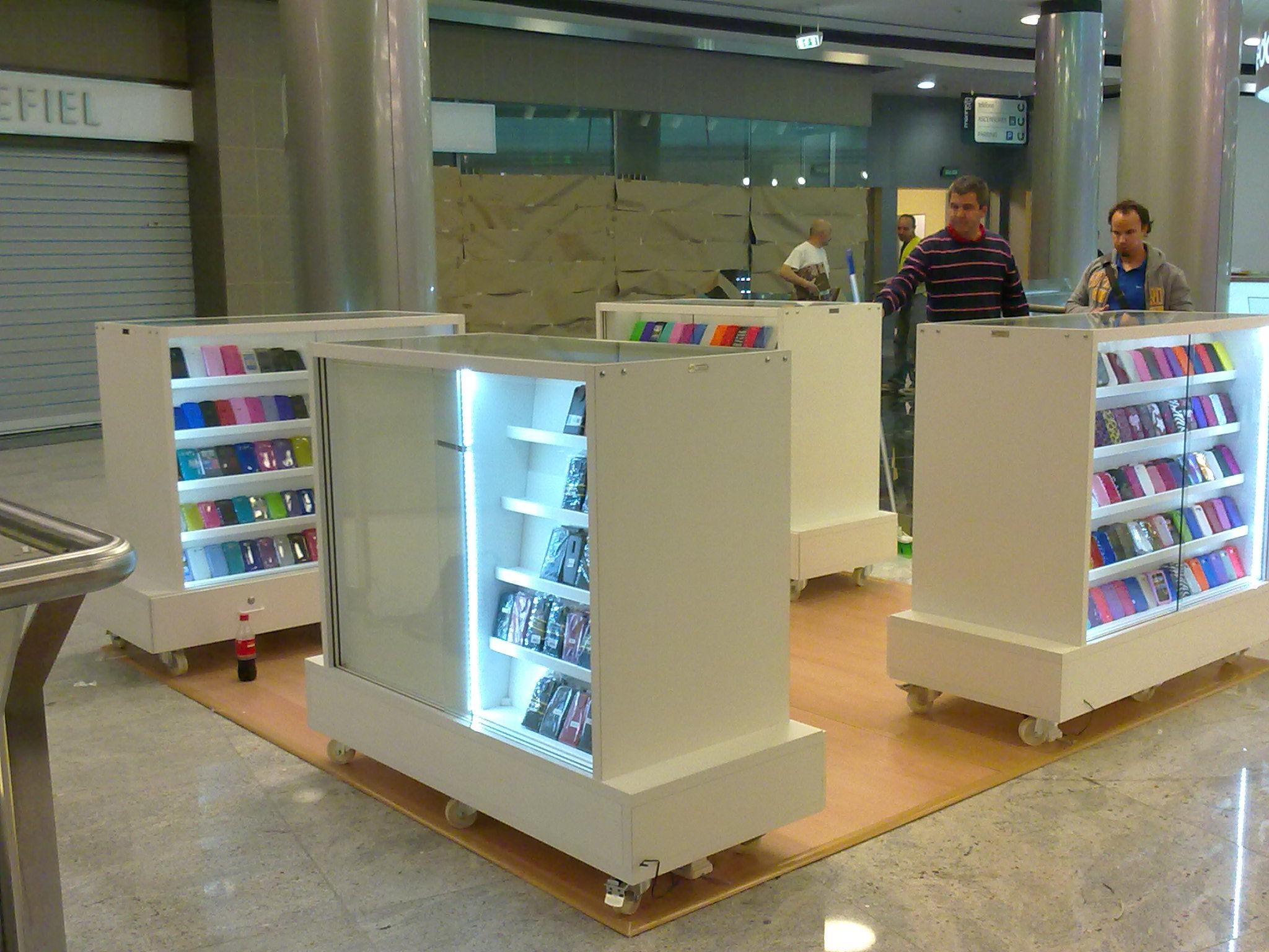 Muebles y expositores para centros comerciales Supramadera Madrid