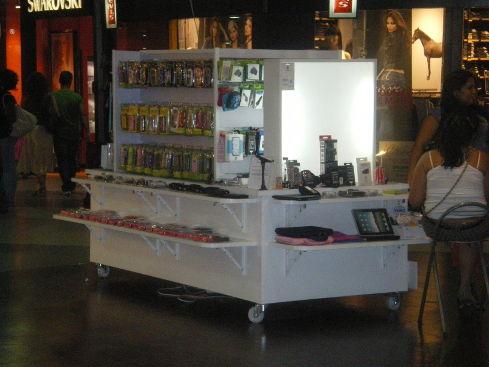 muebles y expositores para centros comerciales