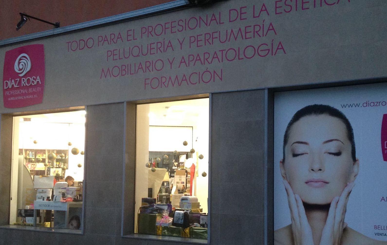 Foto 1 de Peluquería y estética (distribución) en Huelva | Díaz Rosa Professional Beauty