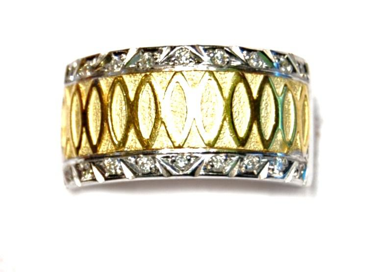 Anillo Oro Bicolor 18 kilates y Diamantes.