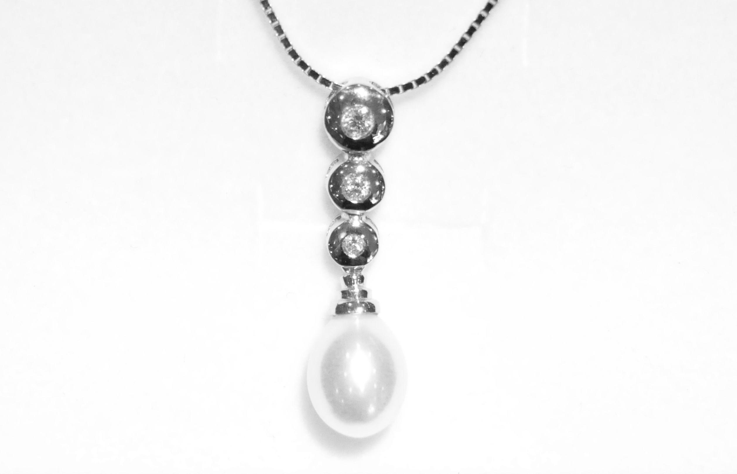 Colgante y Cadena Oro Blano y Perla y Diamantes