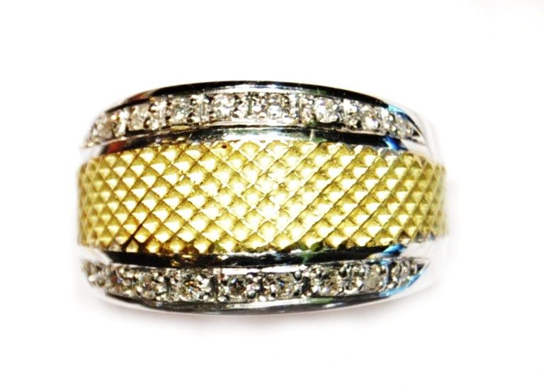 Sortija Ancha Oro Bicolor 18 kilates con Diamantes