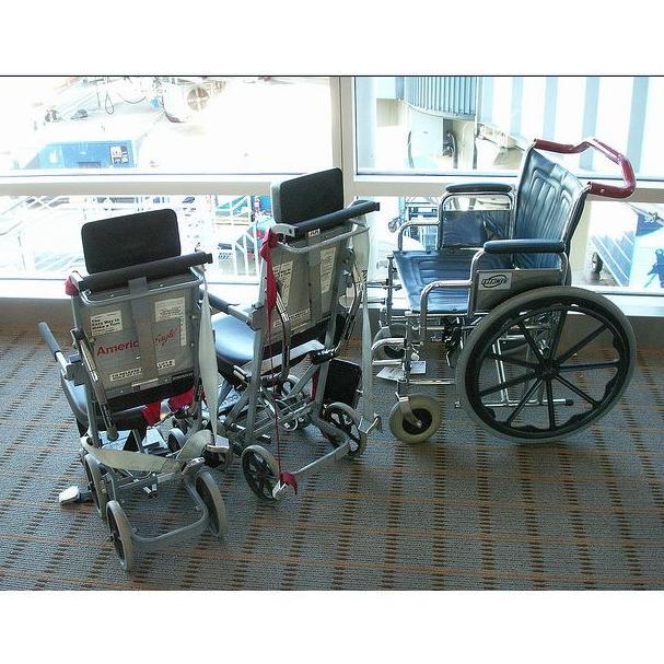 Alquiler de sillas de ruedas: Catálogo de Farmacia Continental - Ldo. Javier García Menéndez
