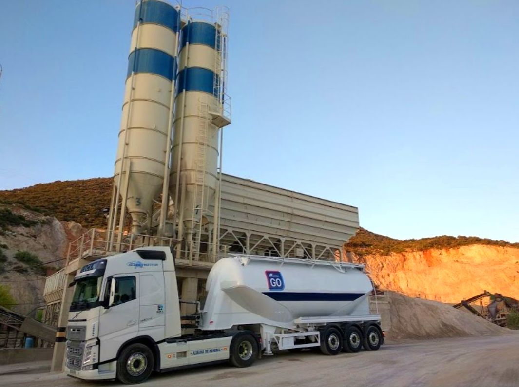 Foto 2 de Cemento en  | Transportes Ciudad de Alhama