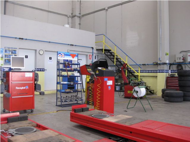 Servicios para vehículos industriales: Servicios de Ballestas Flores