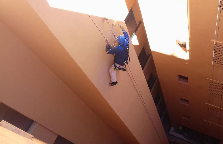 Trabajo de pintura vertical