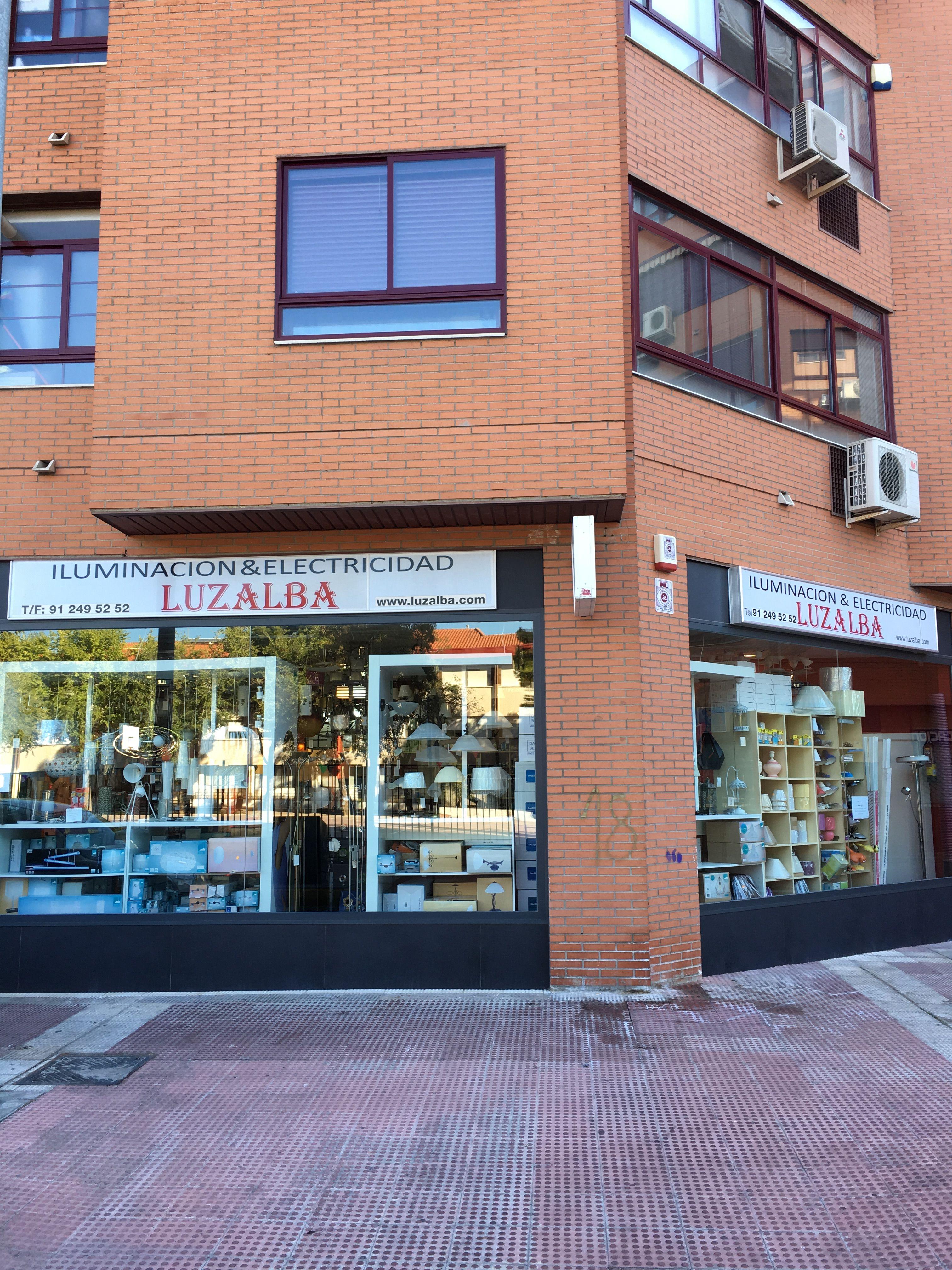 Fachada de la tienda Luzalba