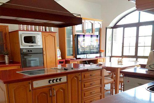 Amplia cocina en tu retiro espiritual en Badajoz