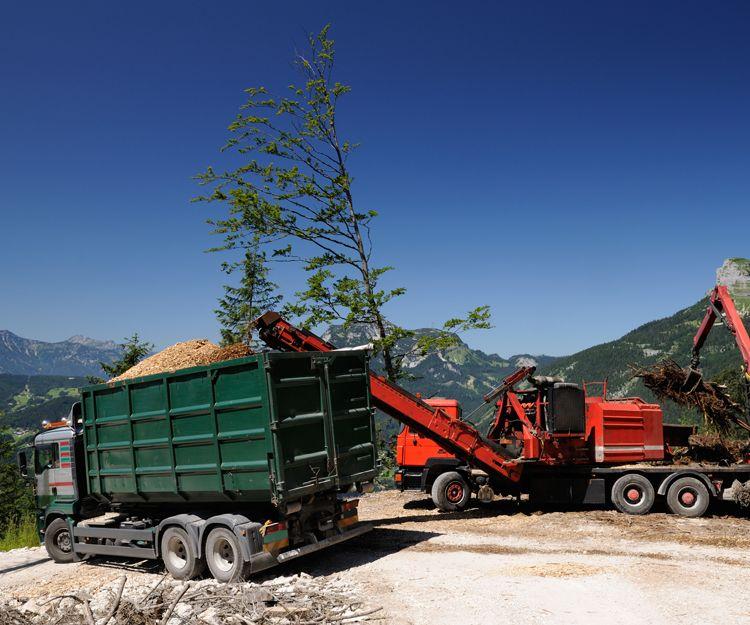 Transporte de áridos con camiones con bañera en Huelva