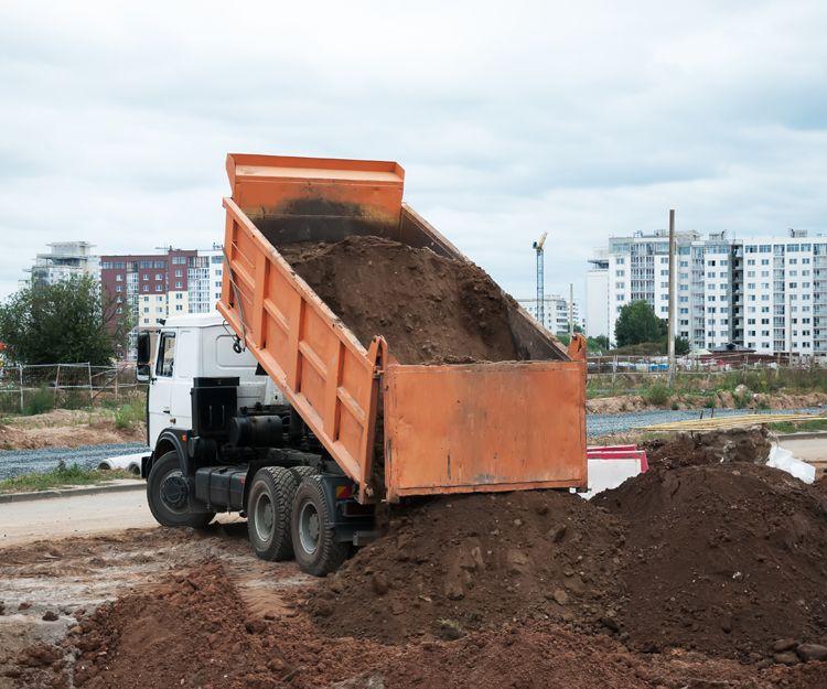 Empresa de transporte de áridos con camiones basculantes en Huelva