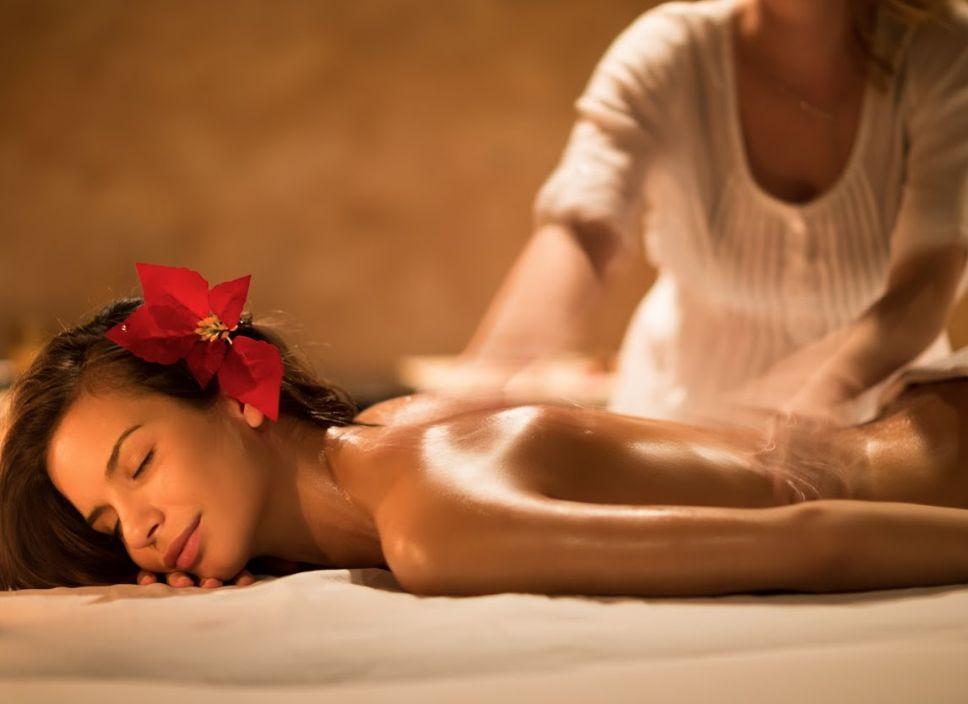 Peeling corporal + hidratación: Servicios de Dioses de la Belleza