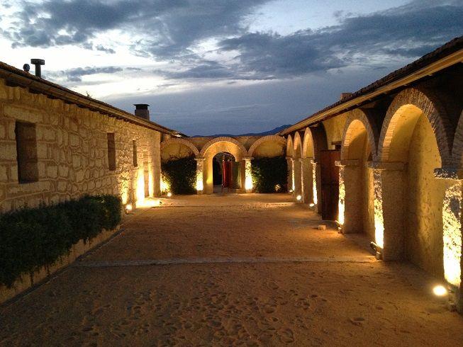 Exteriores patio con arcos