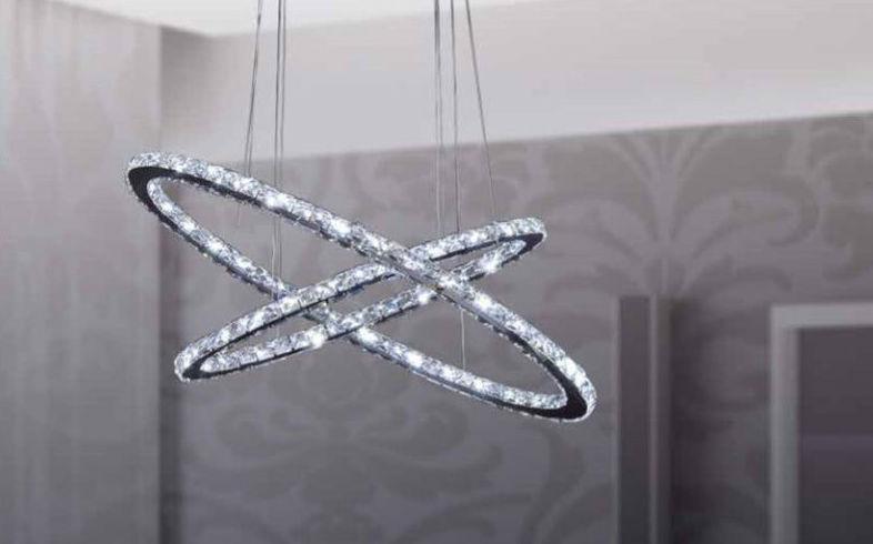 Lámpara con forma de aros de cristal