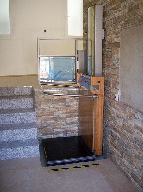 Fabricación de salvaescaleras de plataforma vertical