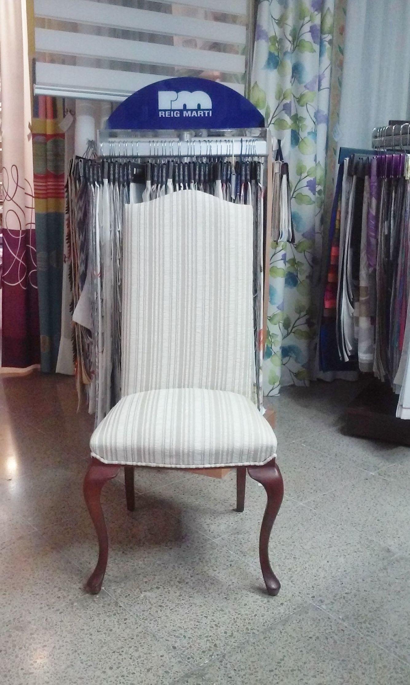Silla comedor asiento y respaldo tapizado con tejido a rayas