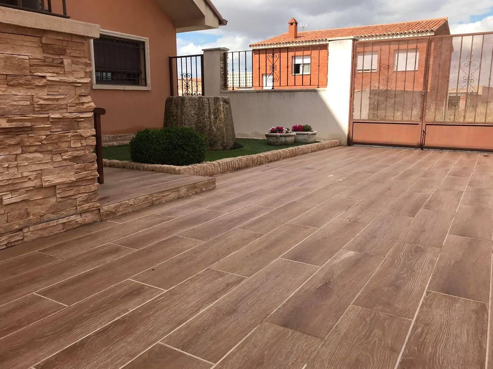 Pavimento imitaci n a madera para exterior productos y for Pavimento imitacion madera