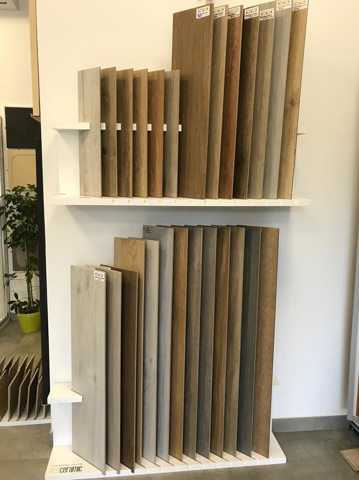 Variedad de gres porcelánico imitación a madera expuesta en Toledo