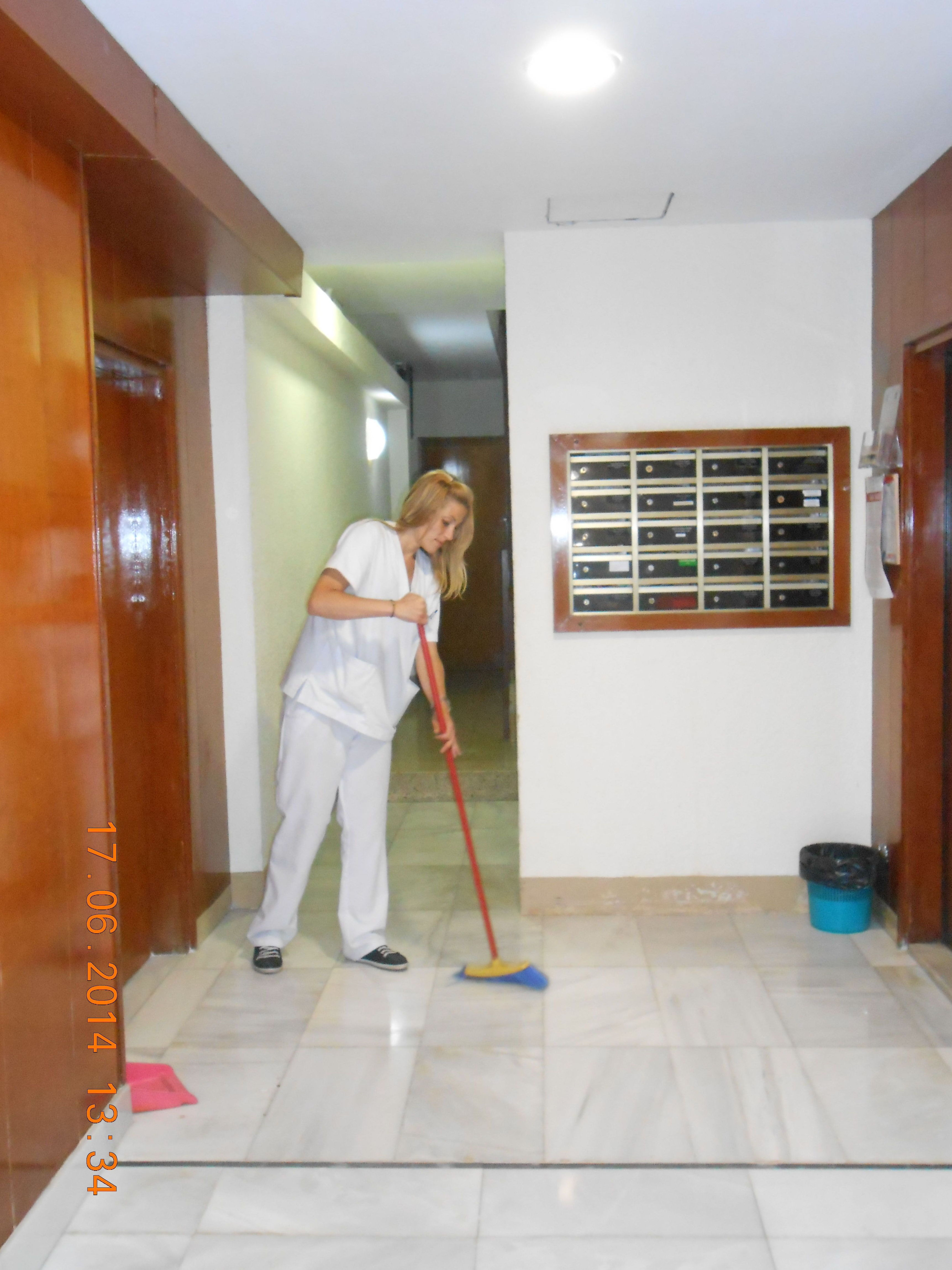 Limpieza de comunidades y edificios.