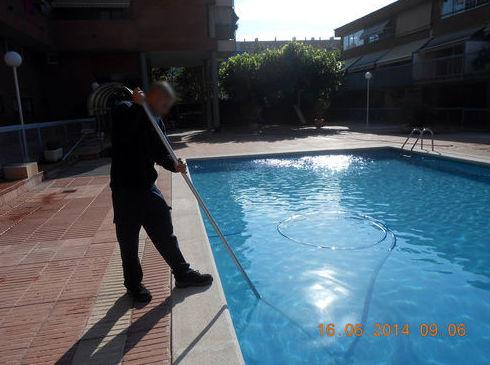 Limpieza de piscinas Barcelona,mantenimiento de piscinas Barcelona|Llemart Servei