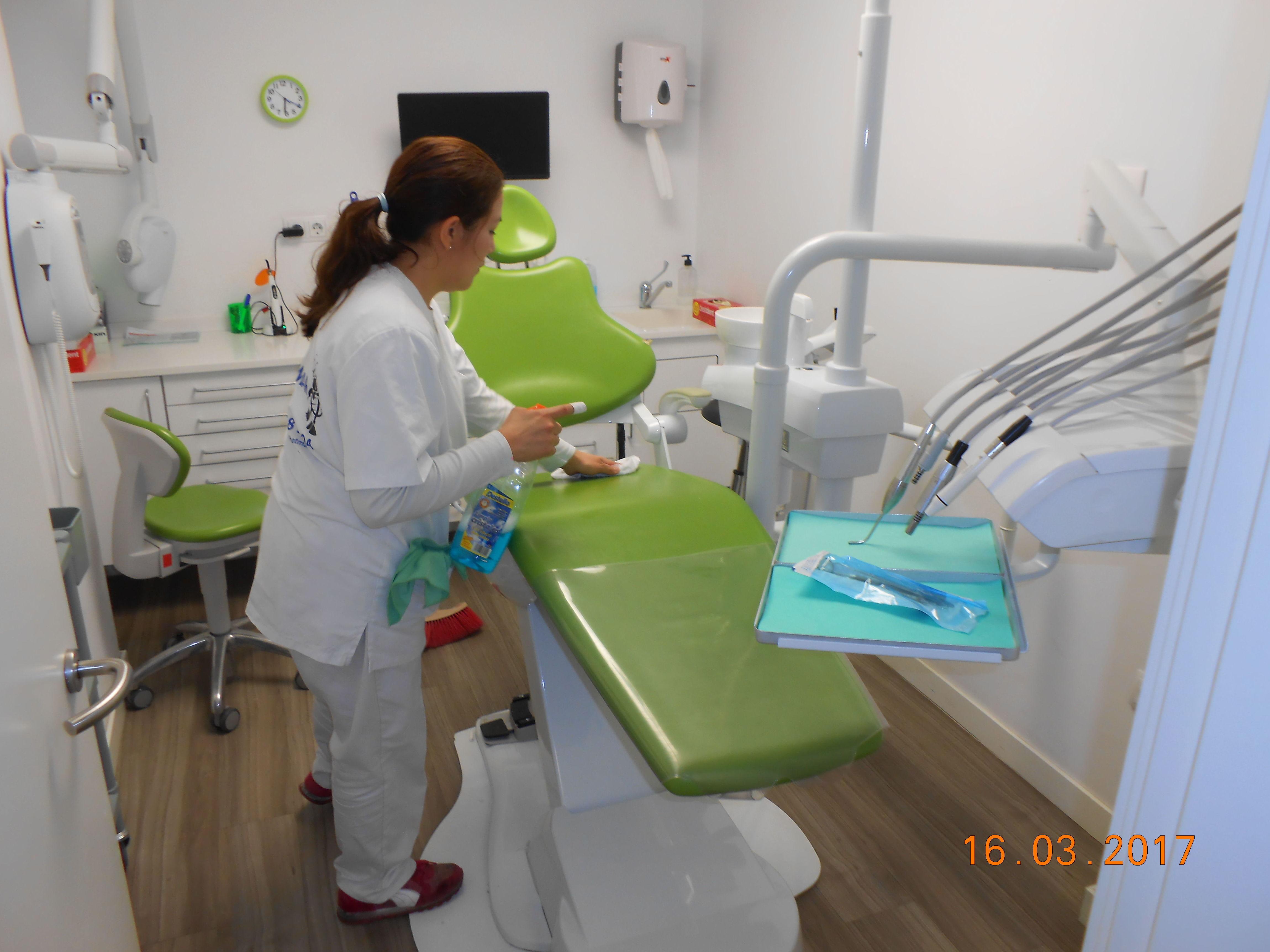 Foto 25 de Limpieza (empresas) en L'Hospitalet de Llobregat | Llemart Servei, S.L.