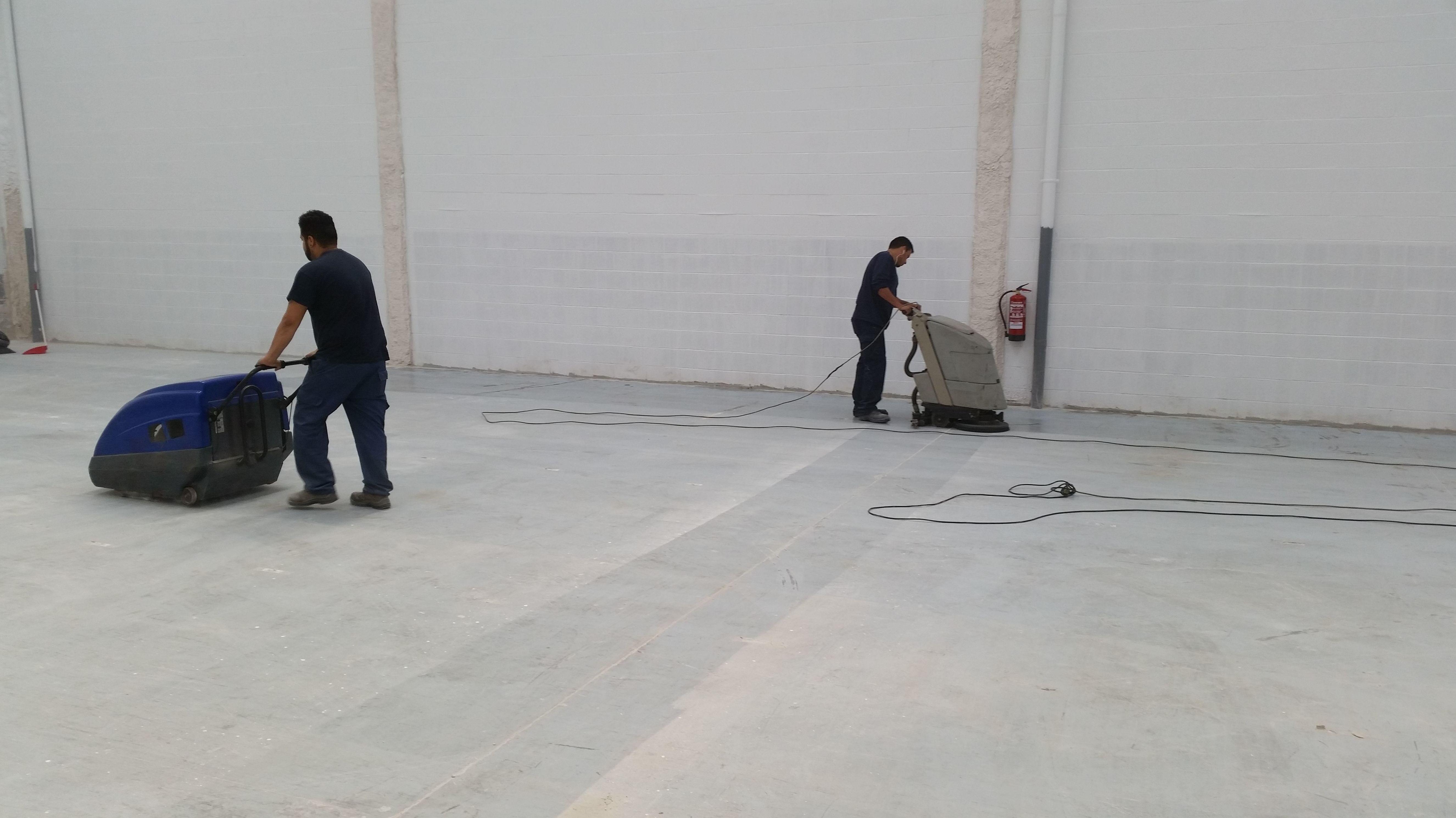Foto 15 de Limpieza (empresas) en L'Hospitalet de Llobregat | Llemart Servei, S.L.