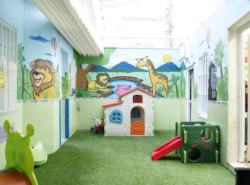 Patio con parque infantil