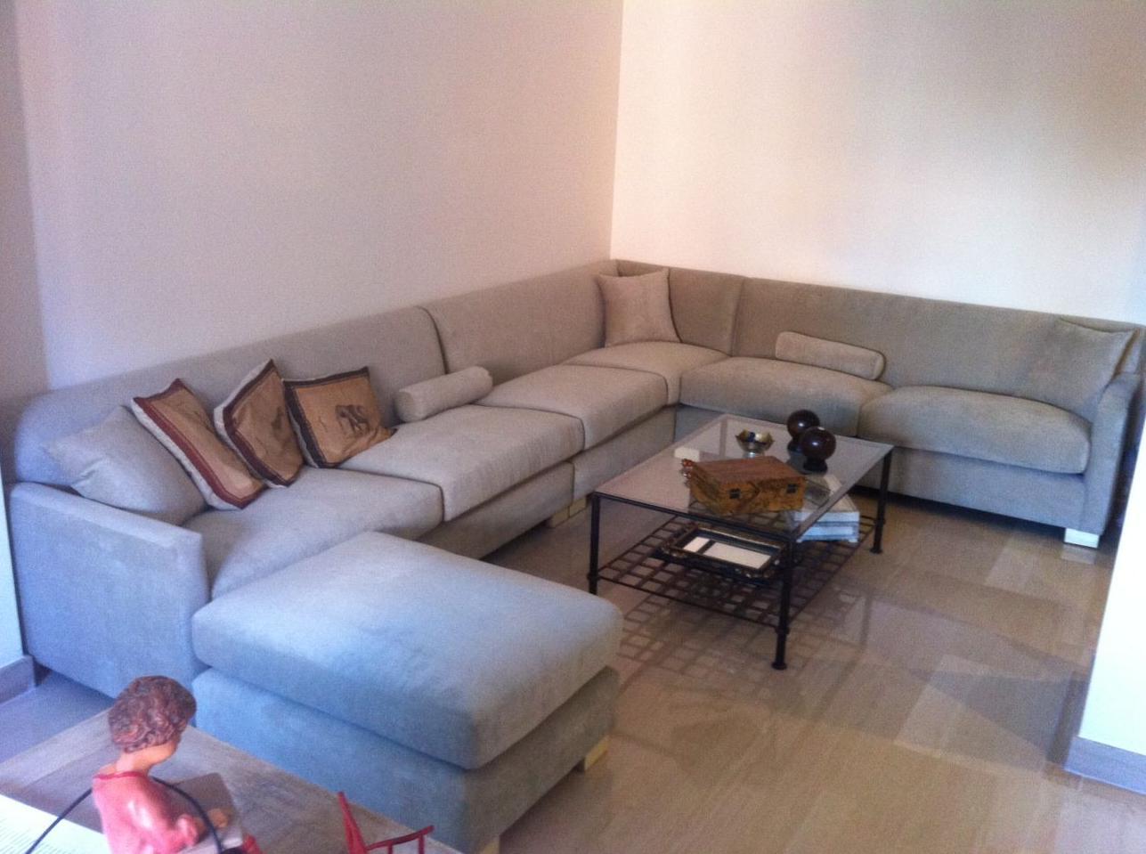 Sofá tapizado para salón