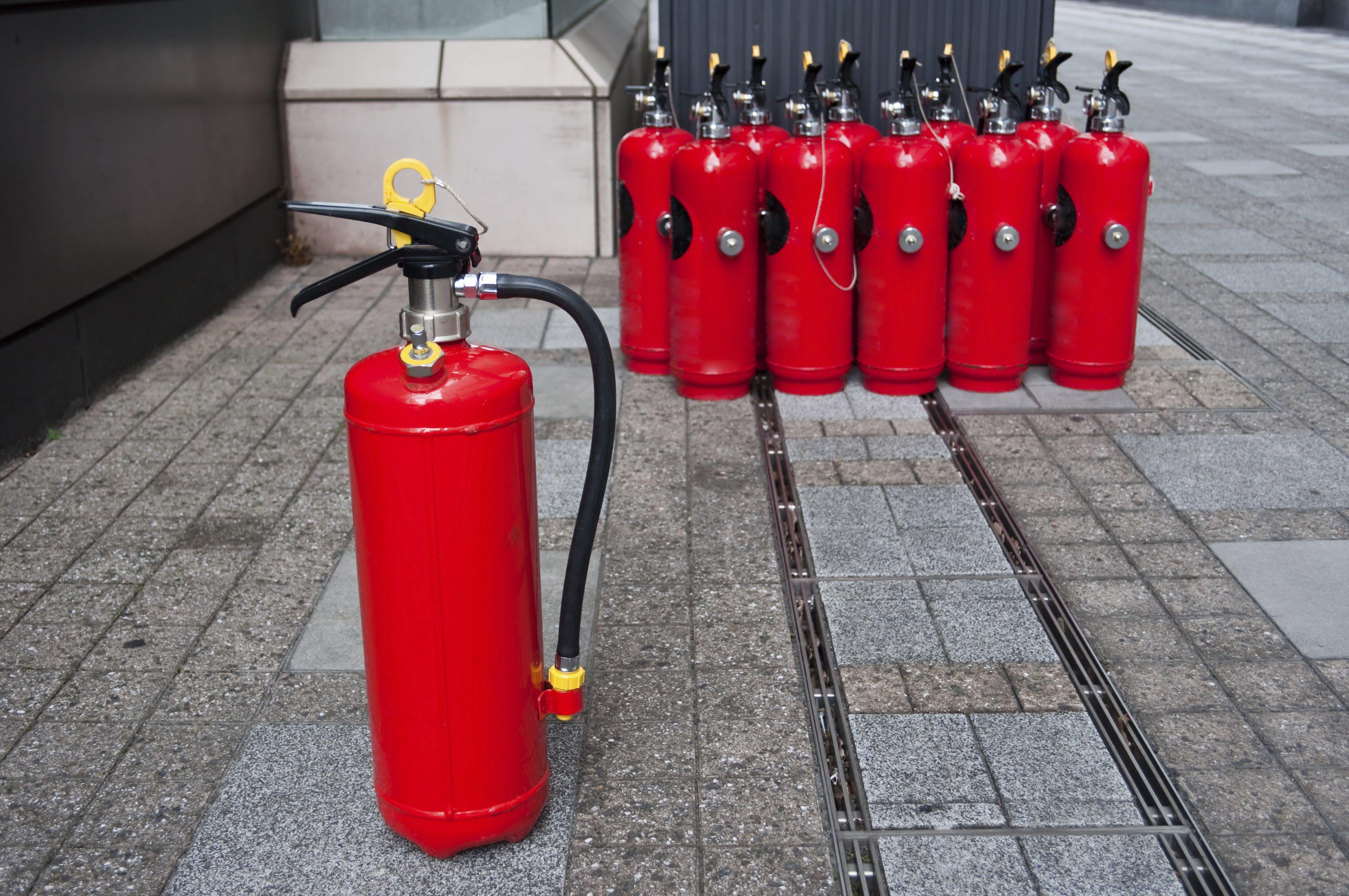 Diversos tipos de extintores en Madrid
