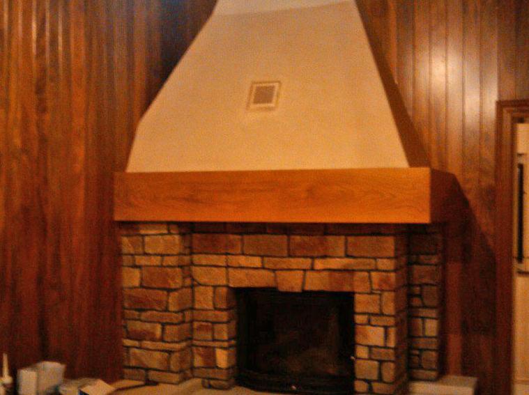Chimenea y paredes de madera
