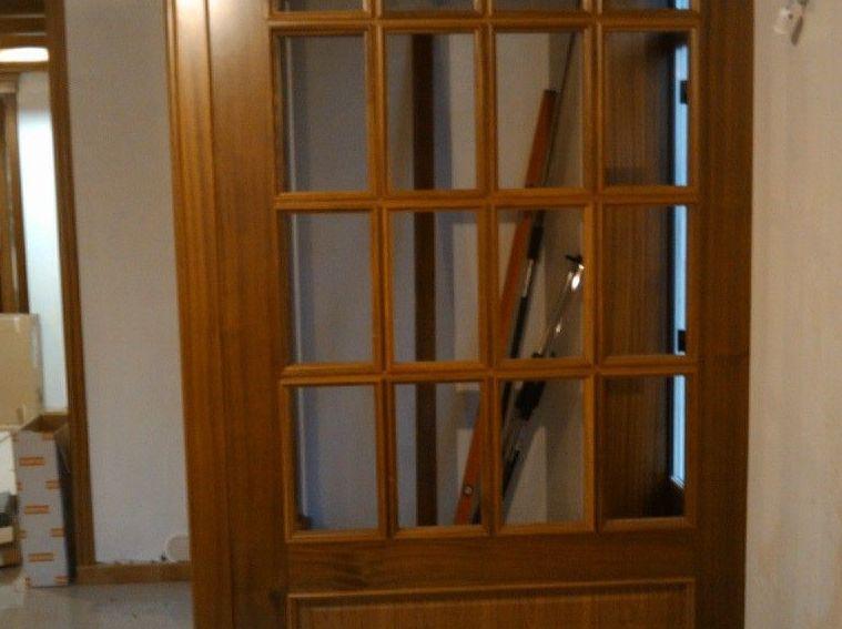 Puerta interior de vivienda de madera