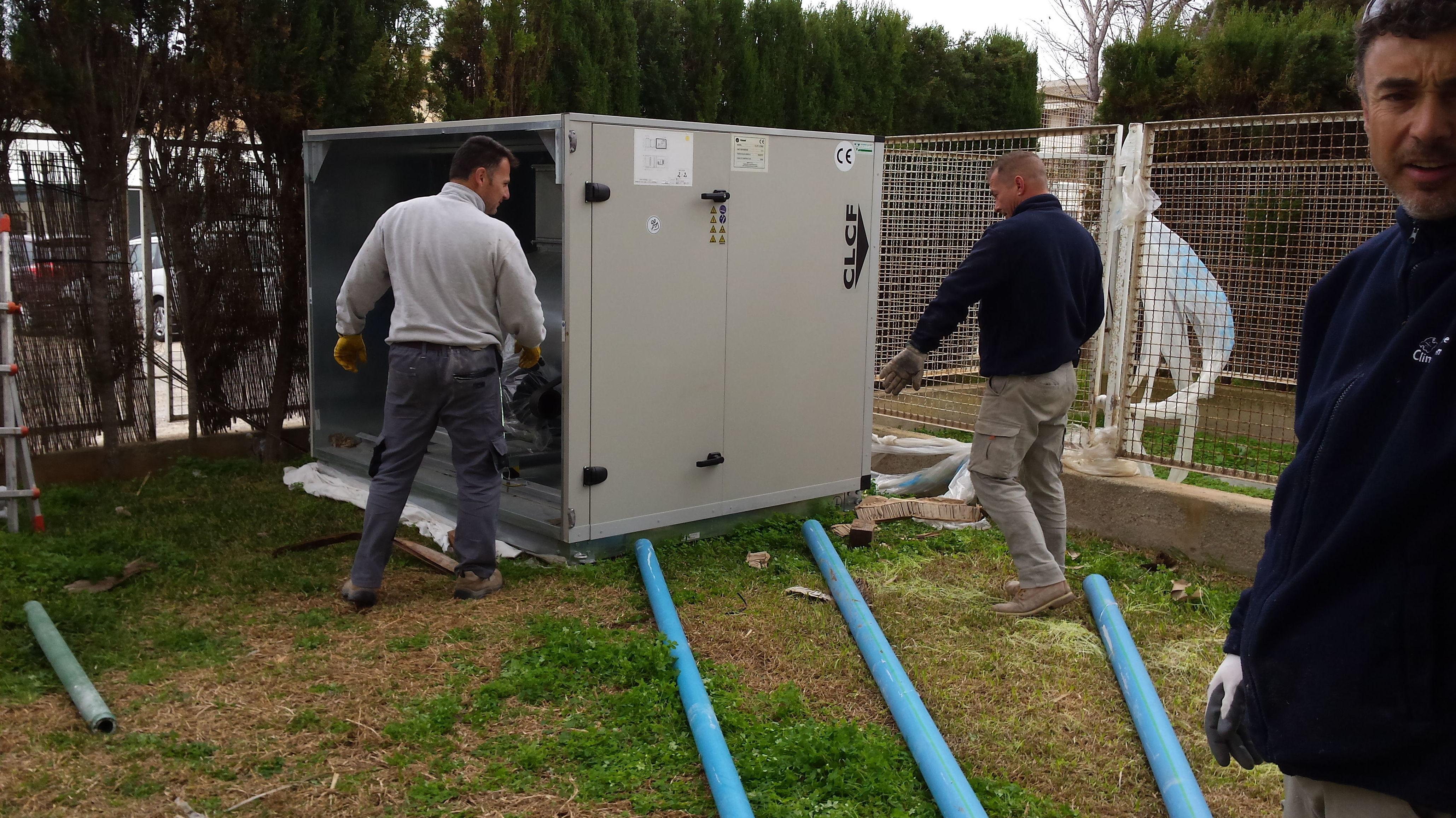 Maniobras puesta a sitio climatizador de 70000 frigorías