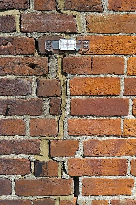 «No hay motivo de alarma por los daños del Muro»