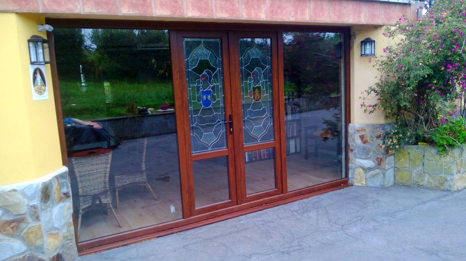 Puerta de entrada pvc color madera. Asturias